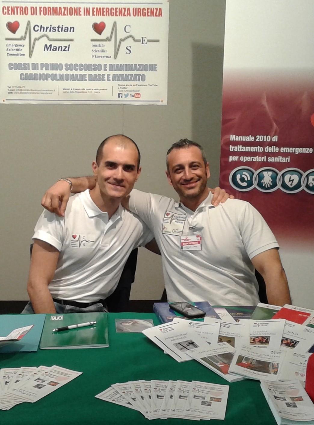 Christian Manzi con Alessio Biondino durante l'Emergency Expo di Latina, 2014.