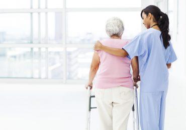 Case di riposo: 1 infermiere assiste 47 ospiti. Livelli di assistenza adeguati?