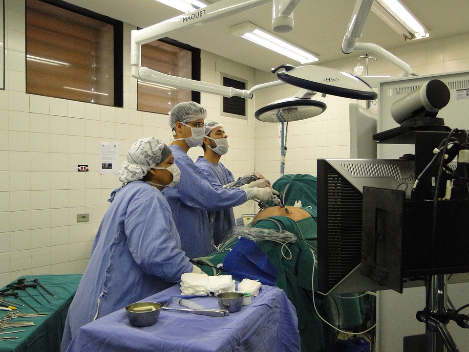 Muore dopo intervento di ernia iatale. Infermiera e 7 medici indagati 1