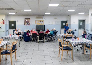 """""""Nella Residenza per Anziani comandano le RAA: sono OSS con incarichi che rasentano l'illegalità"""": la denuncia di un tirocinante"""