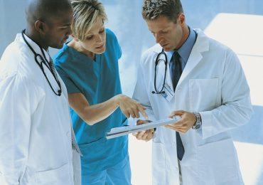 Eccessiva burocrazia e personale ridotto mettono a rischio la salute di pazienti e operatori