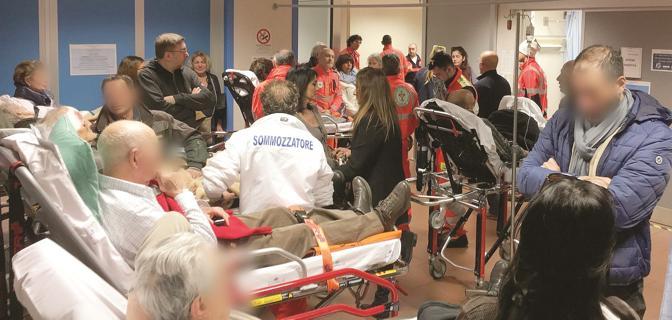 Genova, centinaia di pazienti in attesa in P.S. e cinghiali che invadono l'ospedale: prosegue lo stato di emergenza 2