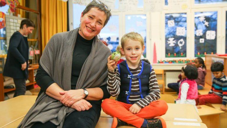 Germania, troppi bambini iperattivi: le scuole adottano giubbetti pieni di sabbia