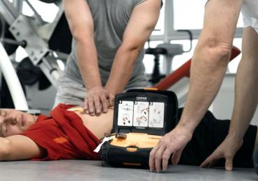 Toccare il paziente durante la scossa del DAE è davvero pericoloso? I risultati della ricerca