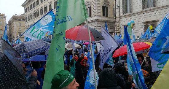 LIVE | Sciopero nazionale di 24ore a Roma in piazza Santi Apostoli, a Roma. 26