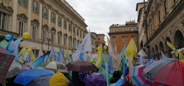 LIVE | Sciopero nazionale di 24ore a Roma in piazza Santi Apostoli, a Roma. 8