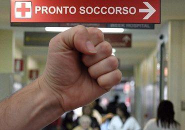 Torino, prende a pugni tre infermieri in pronto soccorso