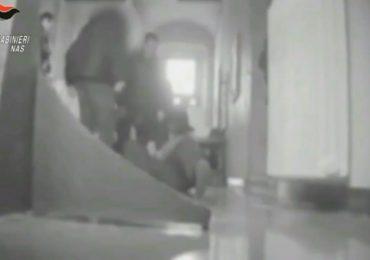 Calci, pugni e schiaffi a disabili: otto arresti a Venosa nel potentino