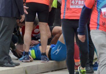 Arresto cardiaco durante la maratona: i volontari del soccorso non sanno usare il defibrillatore