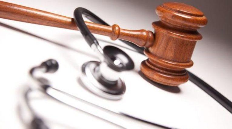 Responsabilità sanitaria: tutta l'equipe risponde dei danni causati al paziente