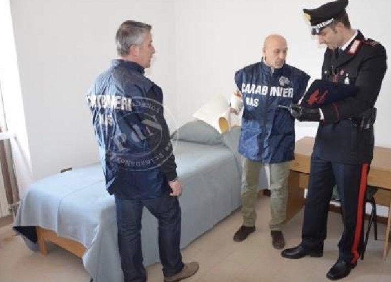 Anziani maltrattati e chiusi a chiave in casa di riposo abusiva: arrestato titolare