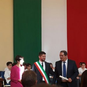 L'infermiere Cesare Rogai riceve una medaglia dal Presidente della Repubblica per aver rianimato un uomo