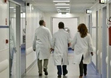 Ospedale del Mare: il reparto di Chirurgia Vascolare chiude per festeggiare il nuovo primario. Pazienti dimessi e trasferiti altrove