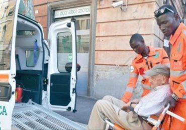"""Richiedenti asilo diventano """"Angeli Custodi"""" degli anziani nel piano anti-caldo 2"""
