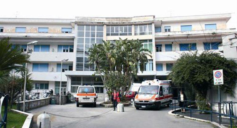 """Sorrento, il consigliere regionale Borrelli denuncia: """"Unico medico in ferie e chemio a rischio sospensione"""""""
