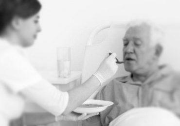 L'infermiere deve compensare l'assenza di OSS o no?