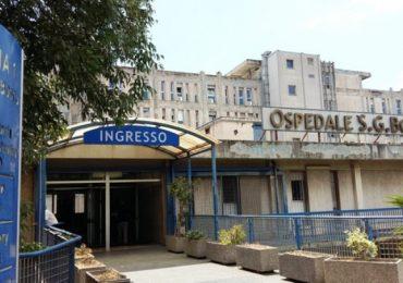 Napoli, i parenti di un paziente deceduto aggrediscono gli infermieri e devastano il reparto