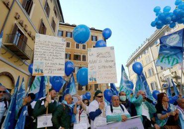 Un infermiere per dodici pazienti: i dipendenti dell'Asl Toscana Centro sul piede di guerra