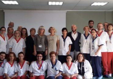 Studenti di infermieristica al posto del persona