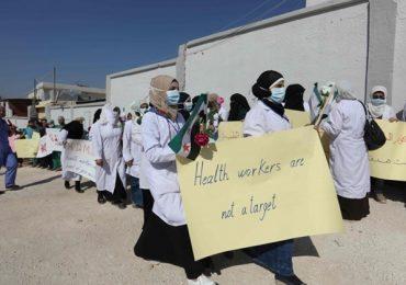 """Centinaia di infermieri e medici protestano in Siria:""""Basta bombardare gli ospedali"""""""