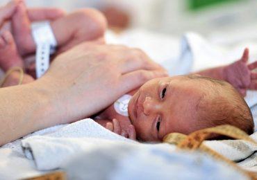 Torino: arrivano i volontari donatori di coccole per i neonati ricoverati