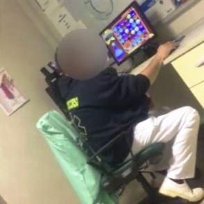"""Ospedale di Chiari, gioca al pc e non risponde al telefono. Opi Brescia: """"Non è un infermiere"""" 1"""