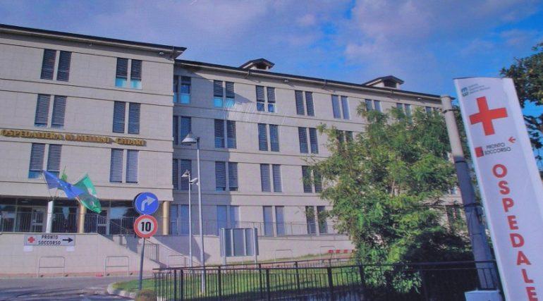 """Ospedale di Chiari, gioca al pc e non risponde al telefono. Opi Brescia: """"Non è un infermiere"""""""