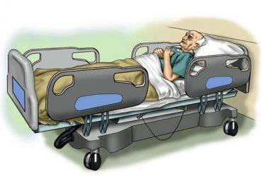 Anziano cadde dal letto e si fratturò il femore: archiviata la posizione di due infermiere