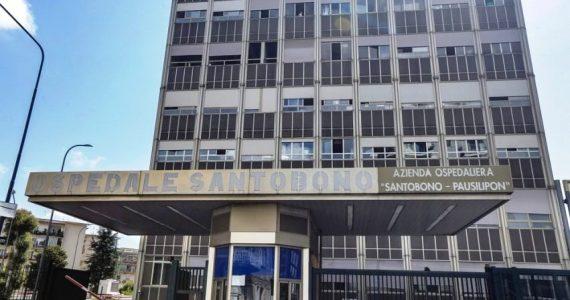 Napoli, minaccia di sparare a medici e infermieri: padre esagitato semina il panico al Santobono