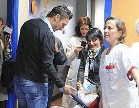 """Totti visita i bimbi ricoverati al Bambin Gesù:""""Vi aiuterò a costruire il nuovo ospedale"""""""