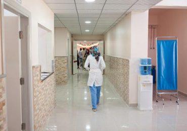 A casa o a fare la spesa durante l'orario di servizio: denunciati medici e infermieri
