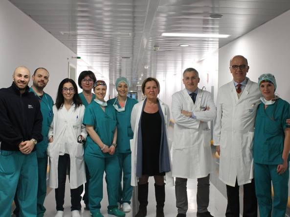 Fibrosi cistica: 16enne sottoposta a trapianto combinato fegato-polmoni per la prima volta in Italia