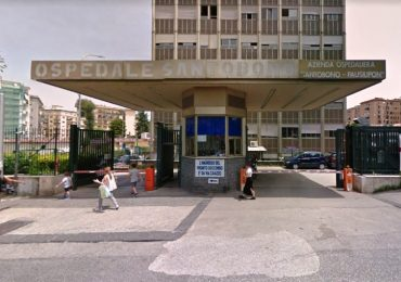 Napoli, culle e letti aggiunti al Santobono: arriva la polizia