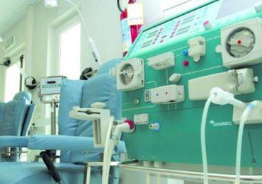 Panico a Viterbo: feci lanciate addosso agli infermieri e mura del centro dialisi imbrattate