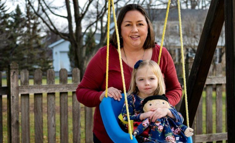 """A Doll Like Me: la bambola che aiuta i bimbi malati ad accettare la loro """"diversità"""""""
