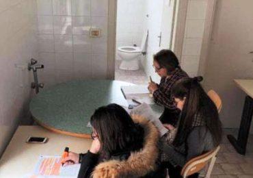 Brindisi, studenti universitari costretti a studiare nei bagni