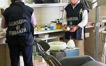 Si fingeva medico ma era un carrozziere: denunciato 45enne ad Arezzo 1