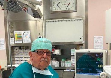 """Gianfranco Giron, in sala operatoria a 84 anni:""""Pochi colleghi, tappo i buchi"""""""