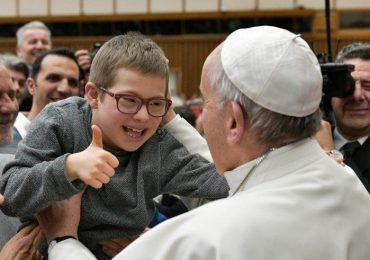 """Papa Francesco:""""Ruolo di infermieri e medici determinante nella cura della persona e dello spirito"""""""
