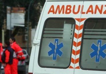 Obbliga infermiere del 118 a portare a spasso i cani con l'ambulanza: dirigente medico indagato