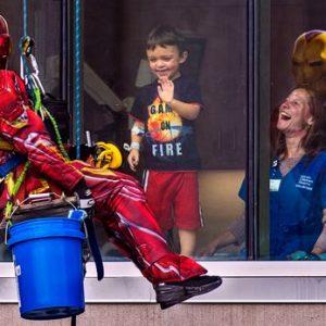 """Arrivano i supereroi a fare le pulizie:""""Cerchiamo sempre di portare un sorriso sui volti dei bambini che soffrono"""" 2"""