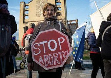 Eccessivo ricorso all'aborto: ecco la proposta di legge della Lega sull'adozione del concepito