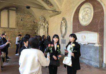 In viaggio dal Giappone per portare una rosa al monumento di Florence Nightingale 1