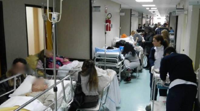"""Napoli: emergenza al """"Cardarelli"""", 21 barelle in Medicina d`Urgenza"""