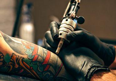 Pigmenti per tatuaggi a rischio: scatta l'allarme consumatori