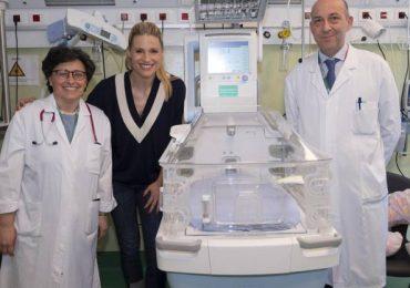 Michelle Hunziker svuota il proprio armadio per donare un'incubatrice all'Humanitas