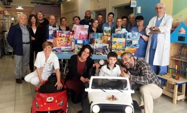 Cesena, donate mini-auto elettriche per portare in sala operatoria i piccoli pazienti
