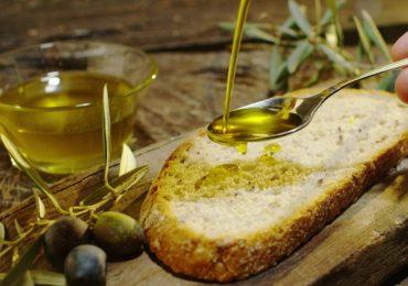 Olio extravergine di oliva: due cucchiai al giorno contro i tumori intestinali