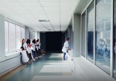 Un infermiere pediatrico su tre è a rischio burnout a causa della carenza cronica di personale