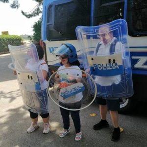 Bimbi con la sindrome di Down diventano poliziotti per un giorno 1